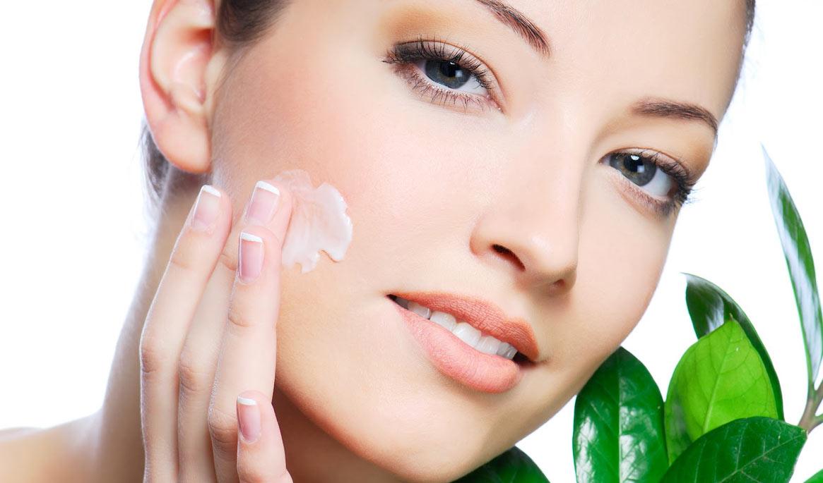 Fini les problèmes d'acné et vive la peau douce et lisse