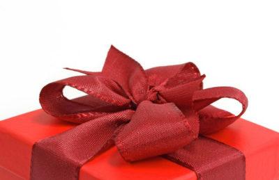 Epilateur, escarpins ou fer, 3 idées de cadeaux pour femme