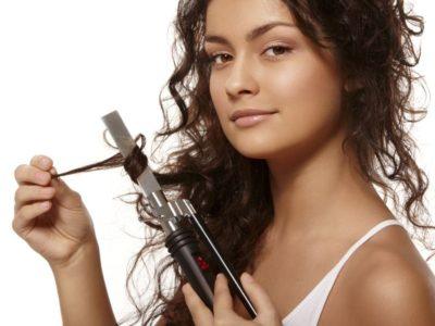 Obtenir des cheveux bouclés avec un fer à boucler sans passer chez le coiffeur
