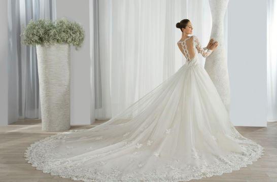 Jour J : quelle robe de mariée choisir pour une cérémonie à la plage ?