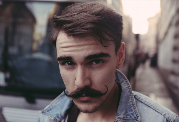 Comment adopter la moustache ?
